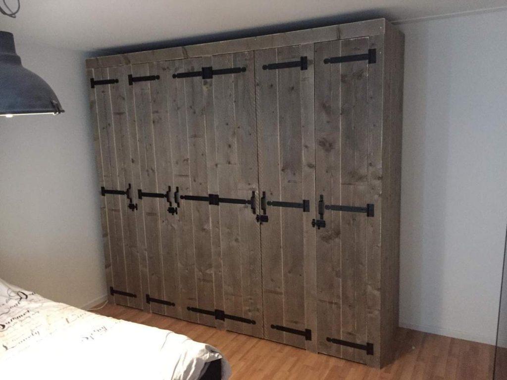 zelf kast maken met deuren van steigerhout